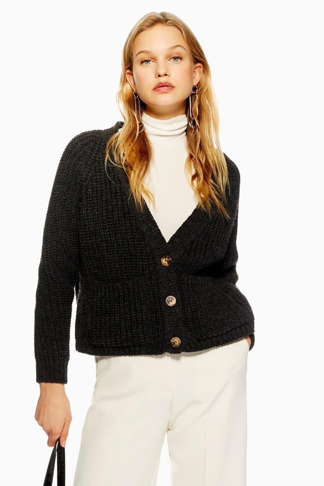 15 mẫu áo cardigan xinh hết ý từ Zara, Mango, Topshop mà các nàng sẽ muốn sắm bằng hết cho tủ đồ của mình - Ảnh 1.