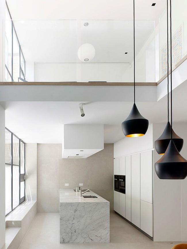 Nhà bếp dưới gác lửng - giải pháp hoàn hảo cho một ngôi nhà cần tiết kiệm không gian tối đa - Ảnh 10.