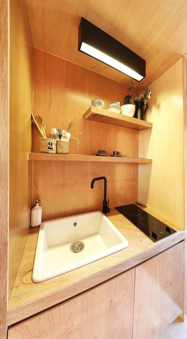 Thiết kế nhà nhỏ 20m² ấn tượng với phòng ngủ trên gác xép vừa đáng yêu vừa siêu tiết kiệm - Ảnh 4.