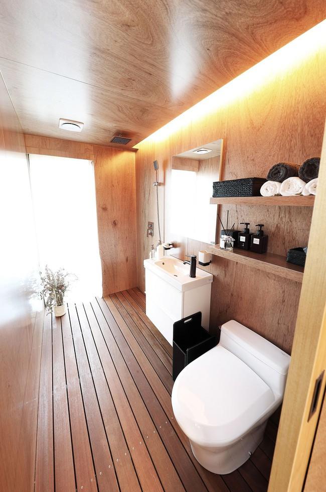Thiết kế nhà nhỏ 20m² ấn tượng với phòng ngủ trên gác xép vừa đáng yêu vừa siêu tiết kiệm - Ảnh 9.
