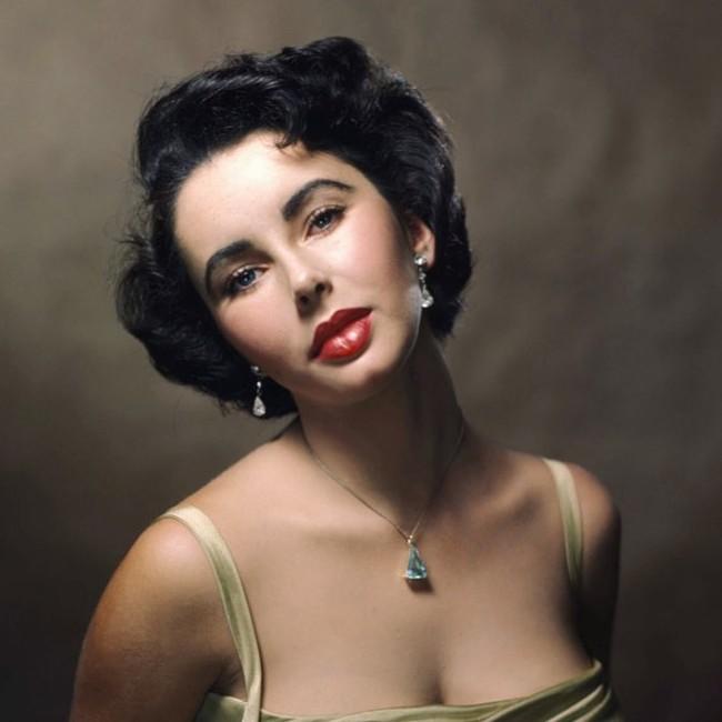 Biểu tượng sắc đẹp như Marilyn Monroe, Công nương Diana trông sẽ như thế này khi bơm môi, sửa mũi theo xu hướng thời nay - Ảnh 5.