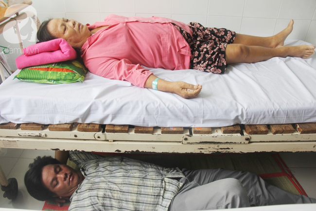 Đường cùng của người con trai cụt tay, gởi con ở quê để vào bệnh viện nuôi mẹ già suy thận mạn giai đoạn cuối - Ảnh 14.