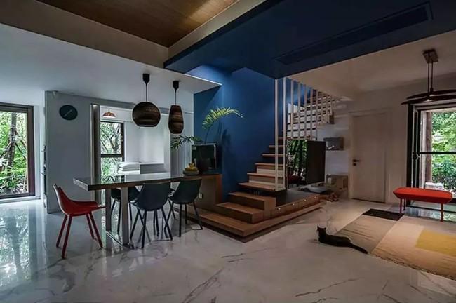 Nhà trong phố tạo cảm giác rộng gấp đôi với cách kết hợp màu táo bạo của vợ chồng trẻ từng du học Hà Lan - Ảnh 18.