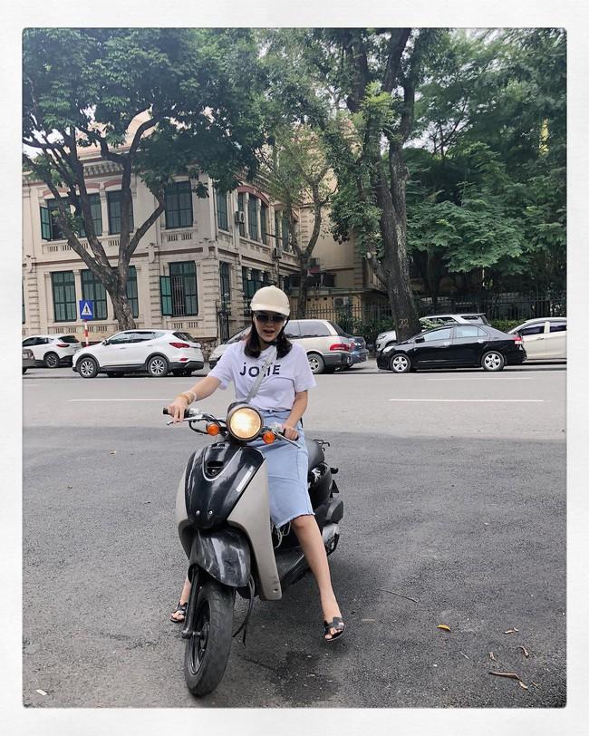 Nàng nào cũng muốn mix đồ siêu như Phạm Quỳnh Anh, diện đi diện lại 1 mẫu chân váy vẫn vẹn nguyên sự mới mẻ - Ảnh 2.