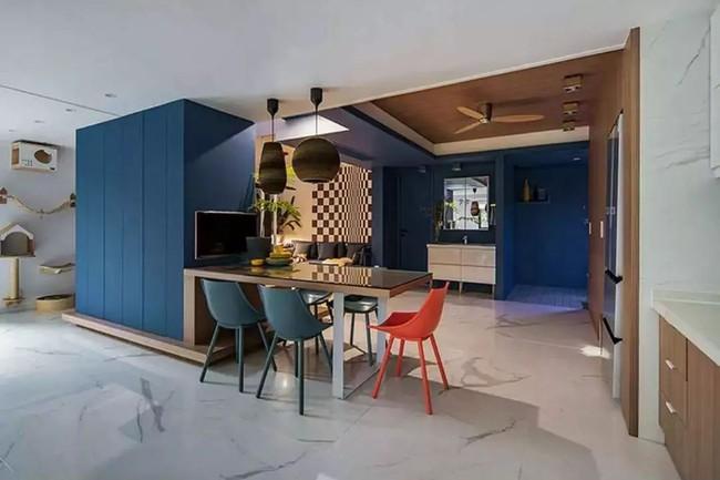 Nhà trong phố tạo cảm giác rộng gấp đôi với cách kết hợp màu táo bạo của vợ chồng trẻ từng du học Hà Lan - Ảnh 6.