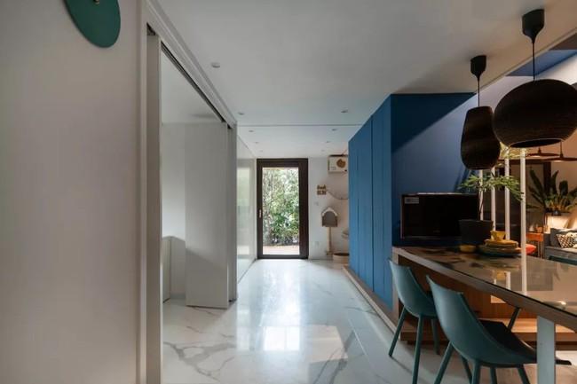 Nhà trong phố tạo cảm giác rộng gấp đôi với cách kết hợp màu táo bạo của vợ chồng trẻ từng du học Hà Lan - Ảnh 10.