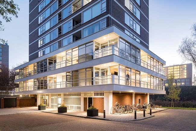 Ngôi nhà đúng chất đô thị trong không gian tinh tế và phong cách không thể nhầm lẫn - Ảnh 10.