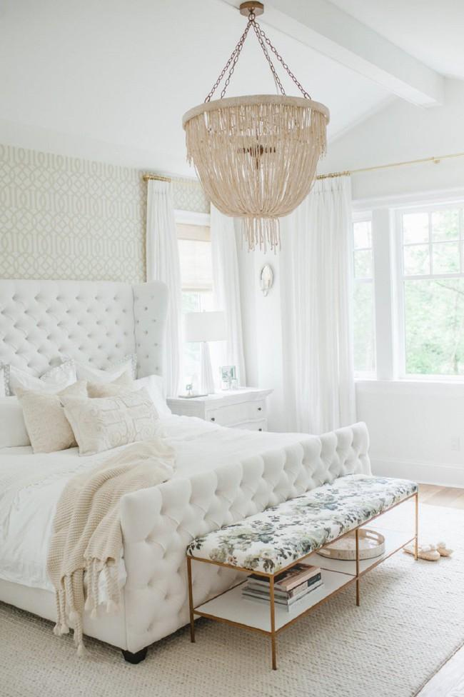 Mách bạn cách chọn đồ nội thất cho 9 phong cách phòng ngủ có tông màu trắng - Ảnh 1.