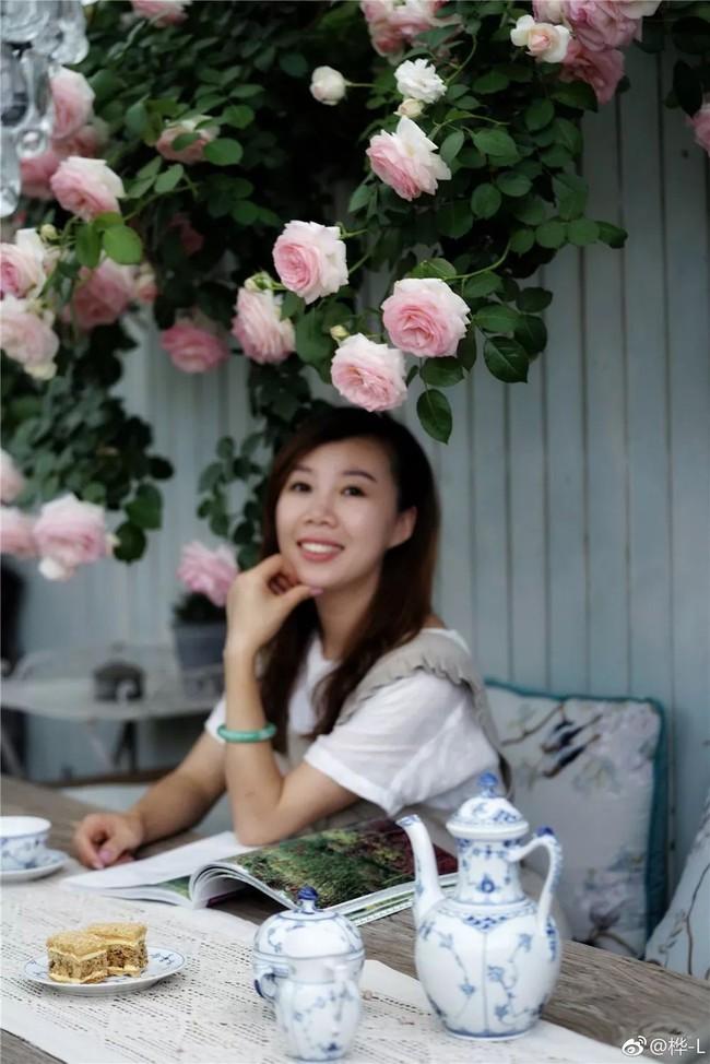 Khu vườn dịu dàng nét xuân, trăm hoa đua nở trên sân thượng 88m² của bà mẹ hai con  - Ảnh 13.