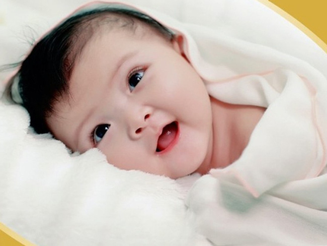 Trẻ sơ sinh tỉnh dậy mà làm 4 hành động sau chứng tỏ bé sở hữu trí tuệ vượt trội - Ảnh 2.