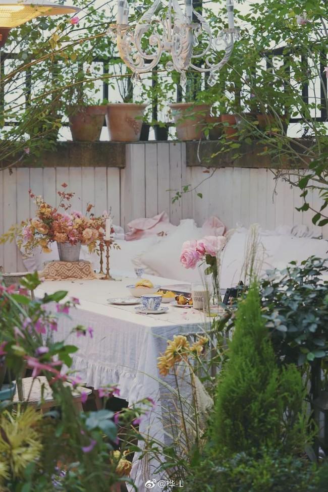 Khu vườn dịu dàng nét xuân, trăm hoa đua nở trên sân thượng 88m² của bà mẹ hai con  - Ảnh 3.