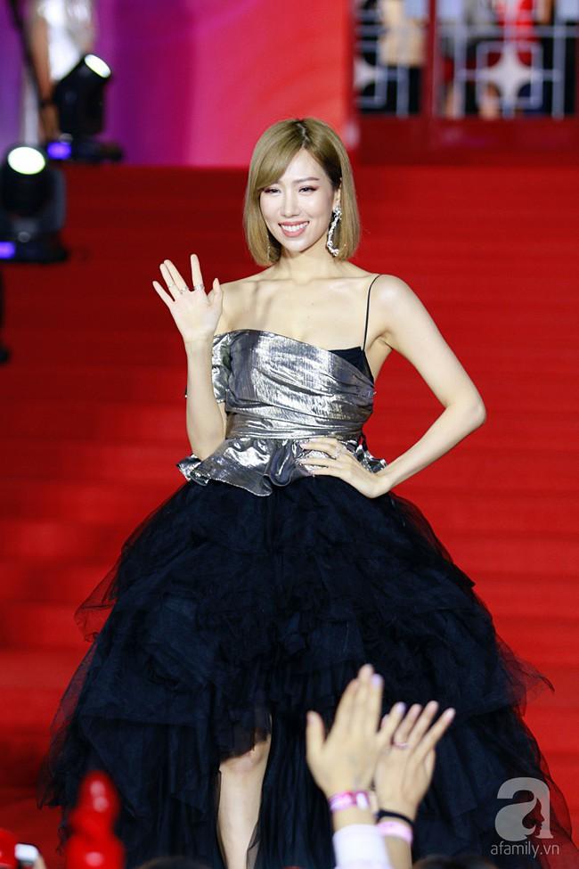 Midu đẹp tựa nữ thần, Soobin Hoàng Sơn tình tứ khoát tay Ji Yeon (T-ara) trên thảm đỏ - Ảnh 17.
