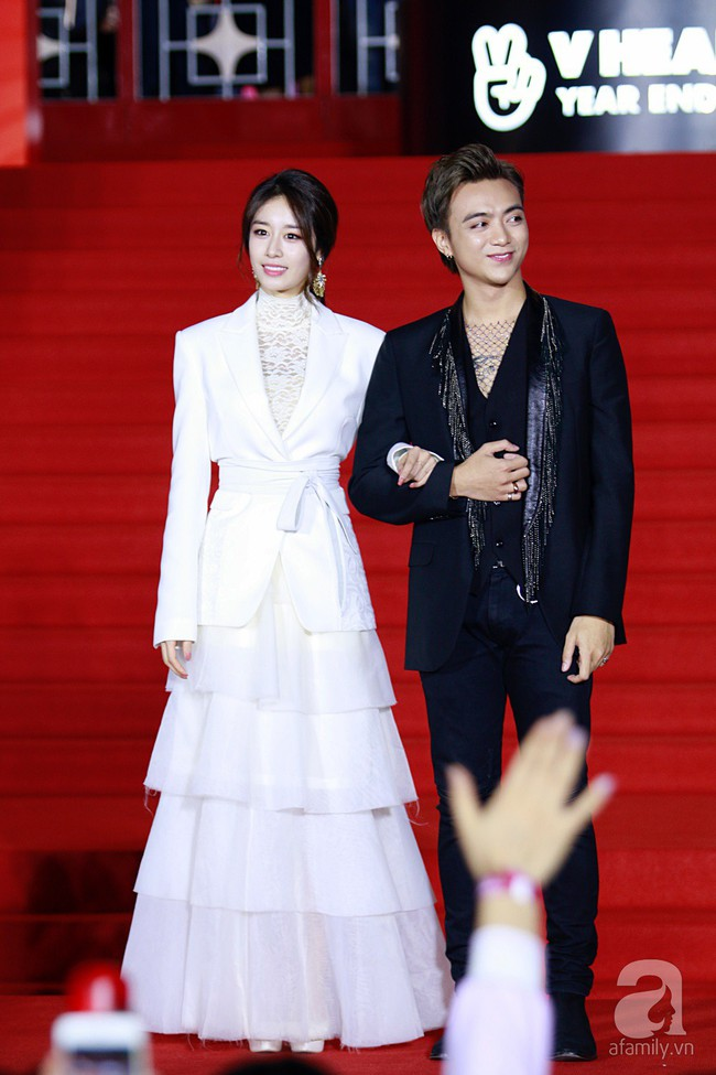 Midu đẹp tựa nữ thần, Soobin Hoàng Sơn tình tứ khoát tay Ji Yeon (T-ara) trên thảm đỏ - Ảnh 4.