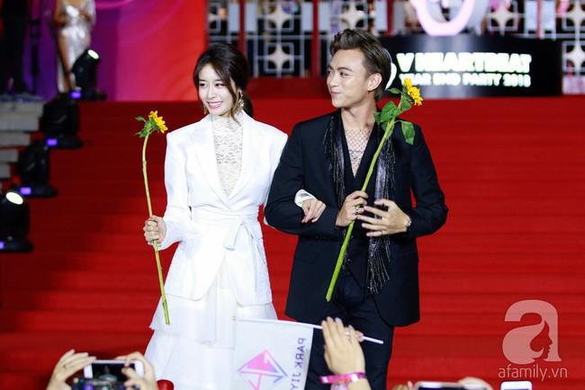 Midu đẹp tựa nữ thần, Soobin Hoàng Sơn tình tứ khoát tay Ji Yeon (T-ara) trên thảm đỏ - Ảnh 6.