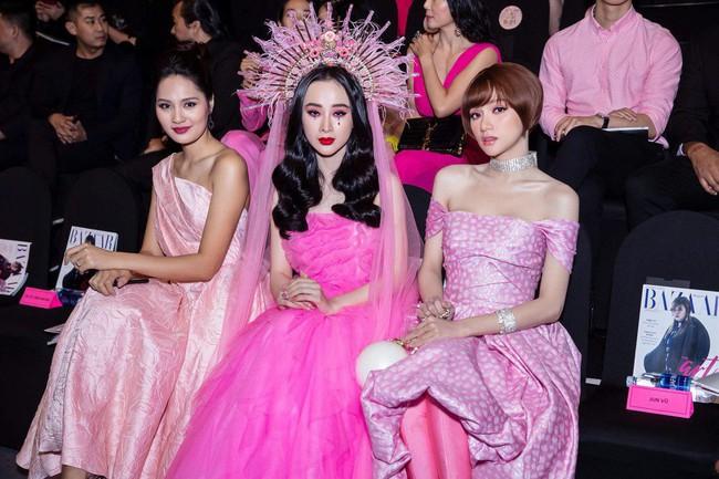 Angela Phương Trinh ngồi thật buồn giữa hai cô Hương Giang - Ảnh 1.