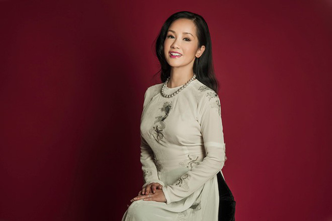 Hồng Nhung, Phạm Quỳnh Anh, Jennifer Aniston... hay câu chuyện về người đàn bà kiêu hãnh hậu ly hôn của năm 2018 - ảnh 2