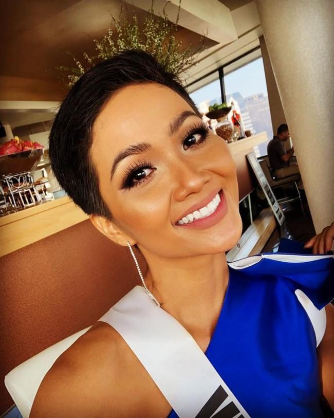 HHen Niê xử đẹp trang phục khó nhằn, tự tin tạo dáng trong buổi chụp hình tại Miss Universe 2018 - Ảnh 3.