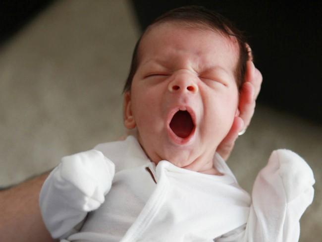 Theo các chuyên gia, đây là 5 dấu hiệu báo động cho thấy con bạn đang thiếu ngủ trầm trọng - Ảnh 2.