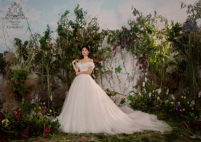 Lộ diện váy cưới Cinderella đời thực trị giá 400 triệu của Á hậu Thanh Tú - Ảnh 1.