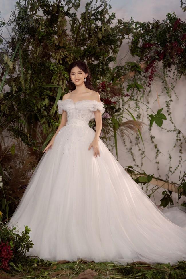 Lộ diện váy cưới Cinderella đời thực trị giá 400 triệu của Á hậu Thanh Tú - Ảnh 3.