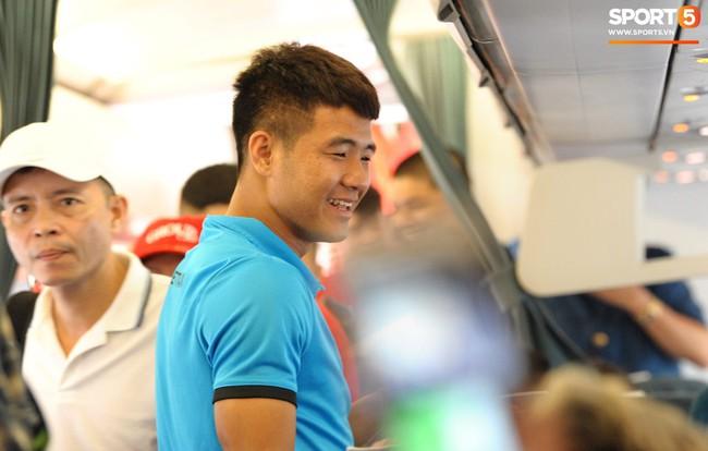 Món ăn khiến đội tuyển Việt Nam bất ngờ trên máy bay từ Philippines về Hà Nội - Ảnh 5.