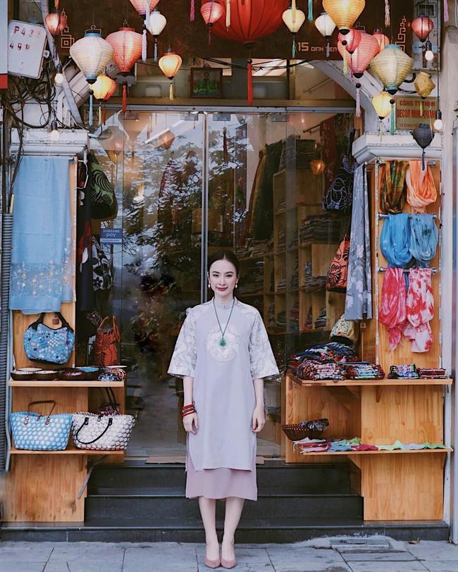 """Thời trang """"phang"""" thời tiết như Angela Phương Trinh và Tiểu Vy: Nàng diện croptop, cô mặc áo dài tung tăng giữa trời 11 độ - Ảnh 2."""