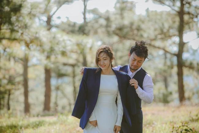 Gia đình Tiến Đạt nói gì về cô gái vừa thế chân Hari Won về làm dâu? - Ảnh 2.