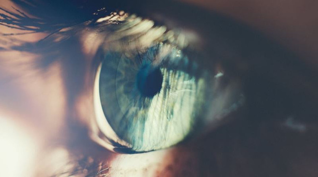 Đang điều trị khô mắt mà gặp các dấu hiệu này thì chứng tỏ biện pháp đó không phù hợp với bạn - Ảnh 3.