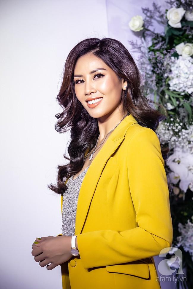 Sau một năm biến mất khỏi showbiz, Á hậu Nguyễn Thị Loan tái xuất với phong cách đẳng cấp trong ngày trở thành bà chủ - Ảnh 6.