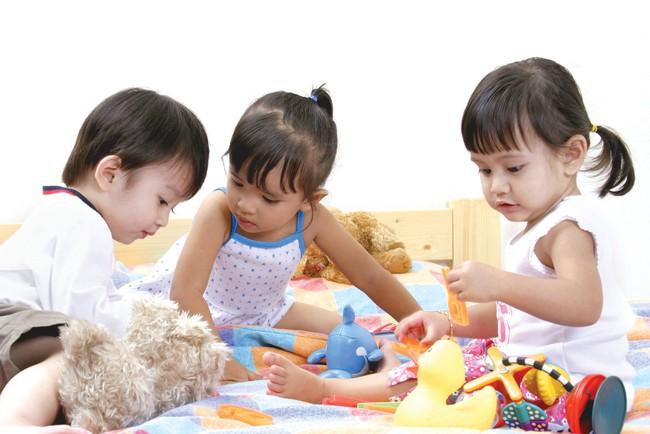 Nếu trẻ có những hành vi không ngoan này, các mẹ nên mừng bởi chứng tỏ trẻ rất thông minh - Ảnh 2.