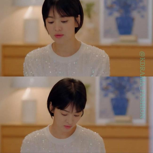 Thấp hơn hẳn một cái đầu Song Hye Kyo vẫn diện đẹp bất chấp mẫu đầm Chanel khi đụng hàng với mỹ nhân Hollywood - Ảnh 1.