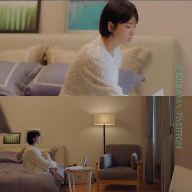 Thấp hơn hẳn một cái đầu Song Hye Kyo vẫn diện đẹp bất chấp mẫu đầm Chanel khi đụng hàng với mỹ nhân Hollywood - Ảnh 2.