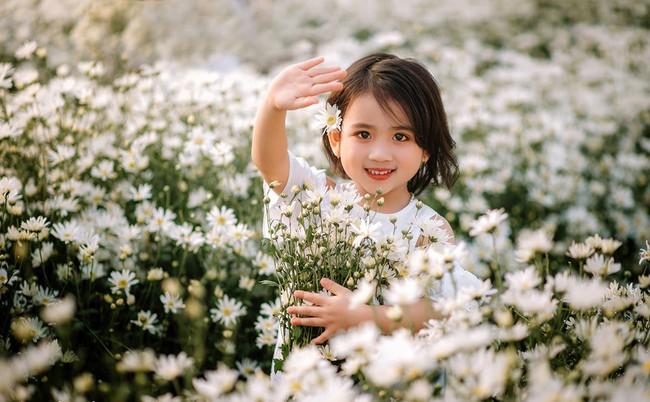 Đánh bại tất cả các bộ ảnh khác, 2 chị em soán ngôi công chúa mùa cúc họa mi năm nay vì quá xinh - Ảnh 10.