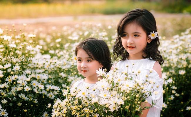 Đánh bại tất cả các bộ ảnh khác, 2 chị em soán ngôi công chúa mùa cúc họa mi năm nay vì quá xinh - Ảnh 14.
