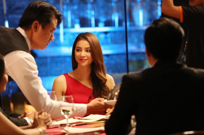 Giữa tin đồn sang Mỹ sinh con, ekip của Phạm Hương bất ngờ tung ảnh cô nàng xinh đẹp rạng rỡ  - Ảnh 2.
