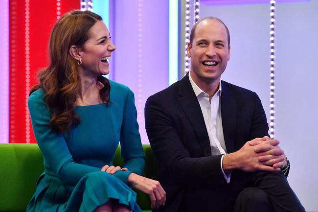 Đưa lên bàn cân so sánh, người hâm mộ phải thừa nhận hai chị em dâu Kate và Meghan khác nhau một trời một vực - Ảnh 8.