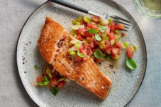 6 chất dinh dưỡng quan trọng thường bị thiếu trong chế độ giảm cân của bạn - Ảnh 1.
