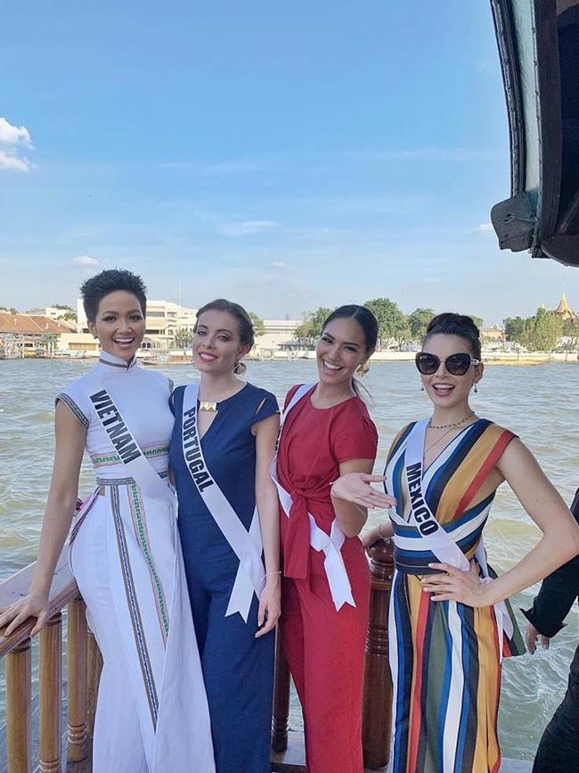 Giữa dàn cả trăm người đẹp, HHen Niê thuộc số hiếm được chọn xuất hiện trên Instagram của Vogue Thái với áo dài lạ - Ảnh 6.