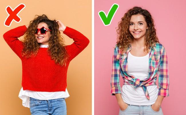 7 bí quyết chọn trang phục nhỏ mà có võ giúp chị em khỏi lo người khác thấy mình thừa cân, béo bụng - Ảnh 4.