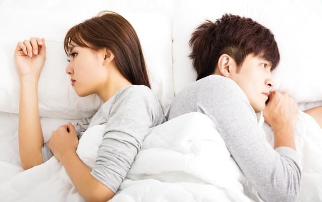 Kì lạ chồng cưng chiều hết mực nhưng cứ đêm đến lại lạnh nhạt chuyện gối chăn - Ảnh 1.