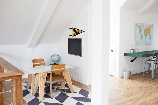 Chuồng ngựa cũ biến hình thành ngôi nhà trắng đẹp như mơ - Ảnh 14.