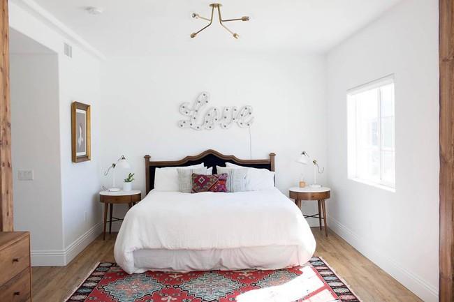 Chuồng ngựa cũ biến hình thành ngôi nhà trắng đẹp như mơ - Ảnh 15.