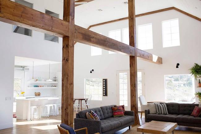 Chuồng ngựa cũ biến hình thành ngôi nhà trắng đẹp như mơ - Ảnh 9.