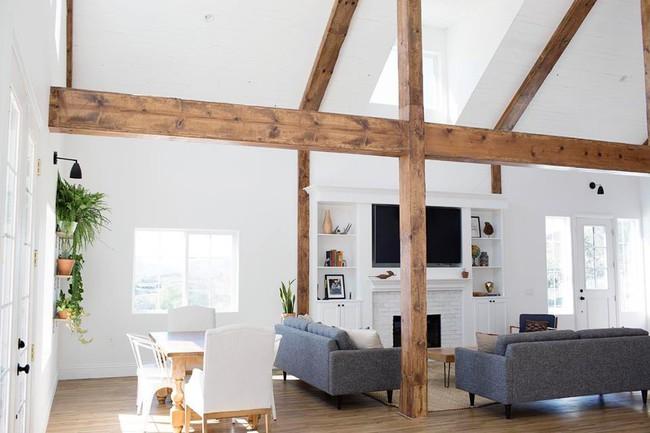 Chuồng ngựa cũ biến hình thành ngôi nhà trắng đẹp như mơ - Ảnh 10.