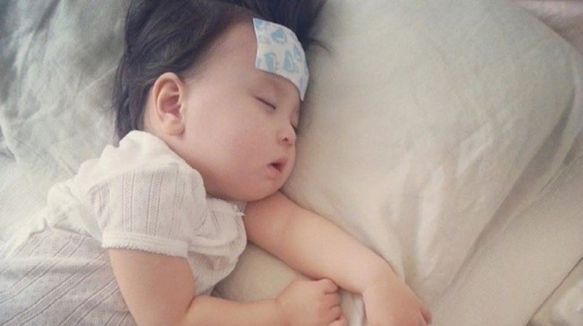 Những lỗi tày đình cha mẹ thường mắc khi chăm sóc trẻ sơ sinh được đúc kết từ chính bác sĩ nhi - Ảnh 3.