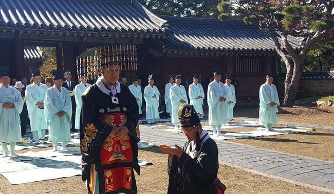 Buổi lễ trao gươm (ảnh: SCMP)