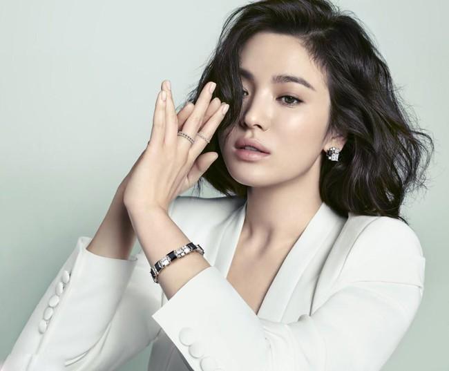 Đóng cùng trai trẻ kém 12 tuổi trong phim mới, Song Hye Kyo đã giảm cân để giữ nhan sắc không tuổi bằng cách này - Ảnh 7.