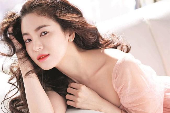 Đóng cùng trai trẻ kém 12 tuổi trong phim mới, Song Hye Kyo đã giảm cân để giữ nhan sắc không tuổi bằng cách này - Ảnh 4.