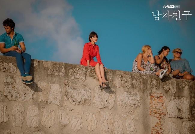 Đóng cùng trai trẻ kém 12 tuổi trong phim mới, Song Hye Kyo đã giảm cân để giữ nhan sắc không tuổi bằng cách này - Ảnh 3.