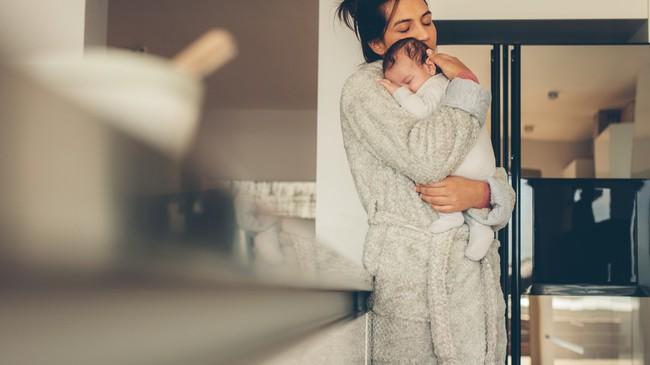 Muốn luyện trẻ sơ sinh ngủ ngoan, mẹ không được bỏ qua lời khuyên hữu ích từ chuyên gia hàng đầu - Ảnh 1.
